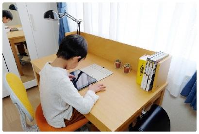 学習机の高さが高すぎる事が多い