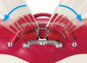 キッズアミの肩ベルト内部には形体記憶樹脂